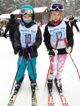 Barn i slalomtävling - Foto Emma Couchér